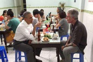 Ingat Obama makan di warung kaki lima ini? Begini kondisi mejanya kini