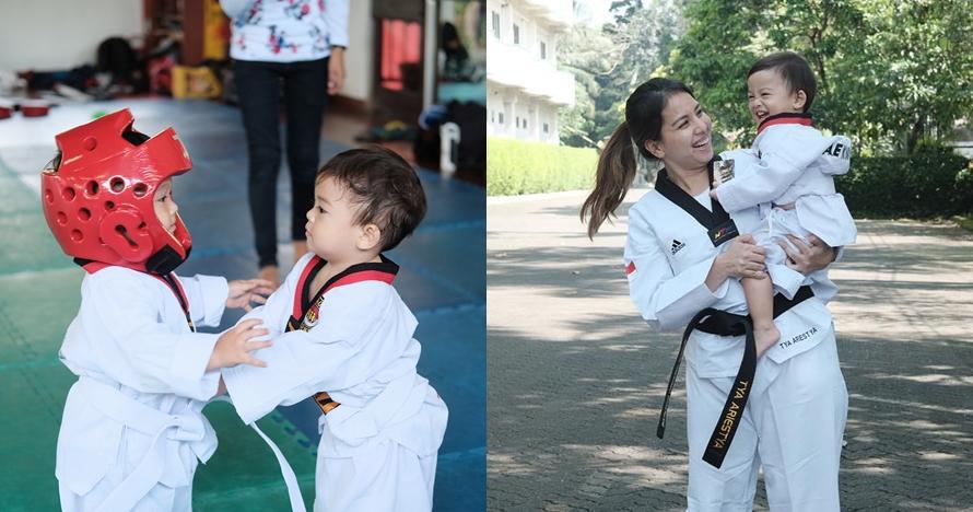 Baru usia 1 tahun, ini aksi anak Tya Ariestya saat berlatih taekwondo