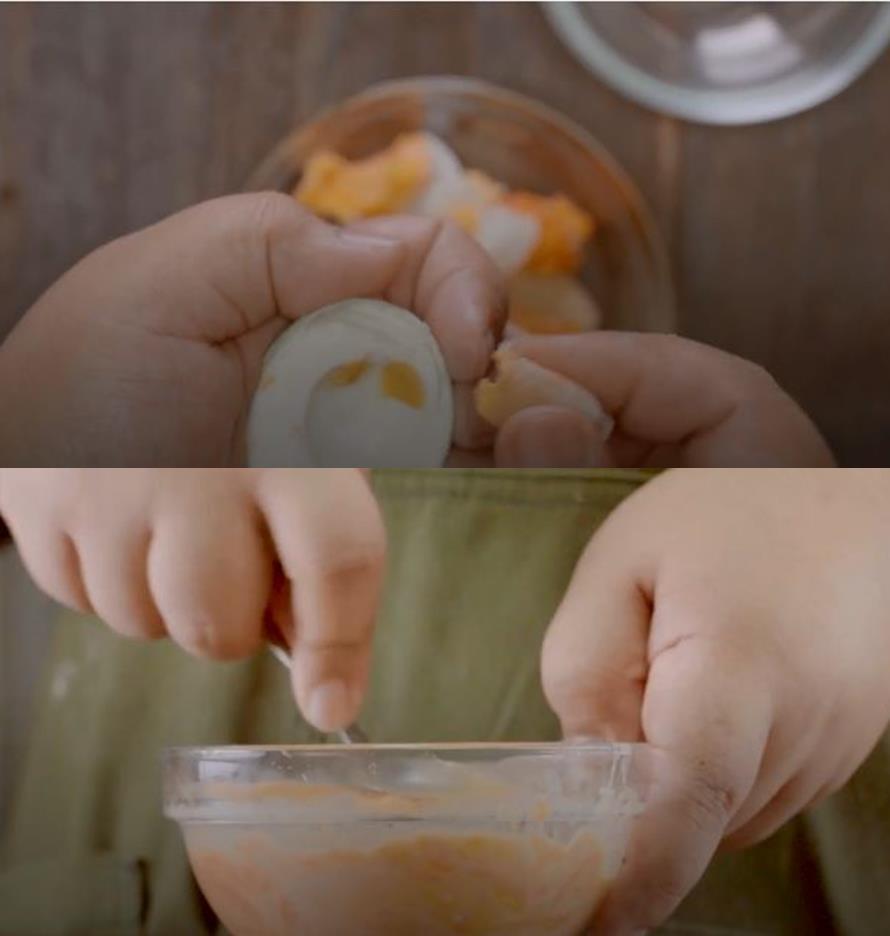 ayam saus telur asin © 2018 Tastemade.com