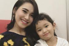 Gaya 5 anak artis saat bersekolah, putri Ayu Ting Ting juara nyanyi