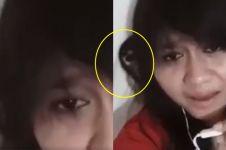 Viral, penampakan misterius saat wanita asyik karaoke pakai Smule
