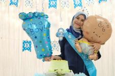 5 Momen keseruan baby shower anak ke-4 Zaskia Adya Mecca, serba biru