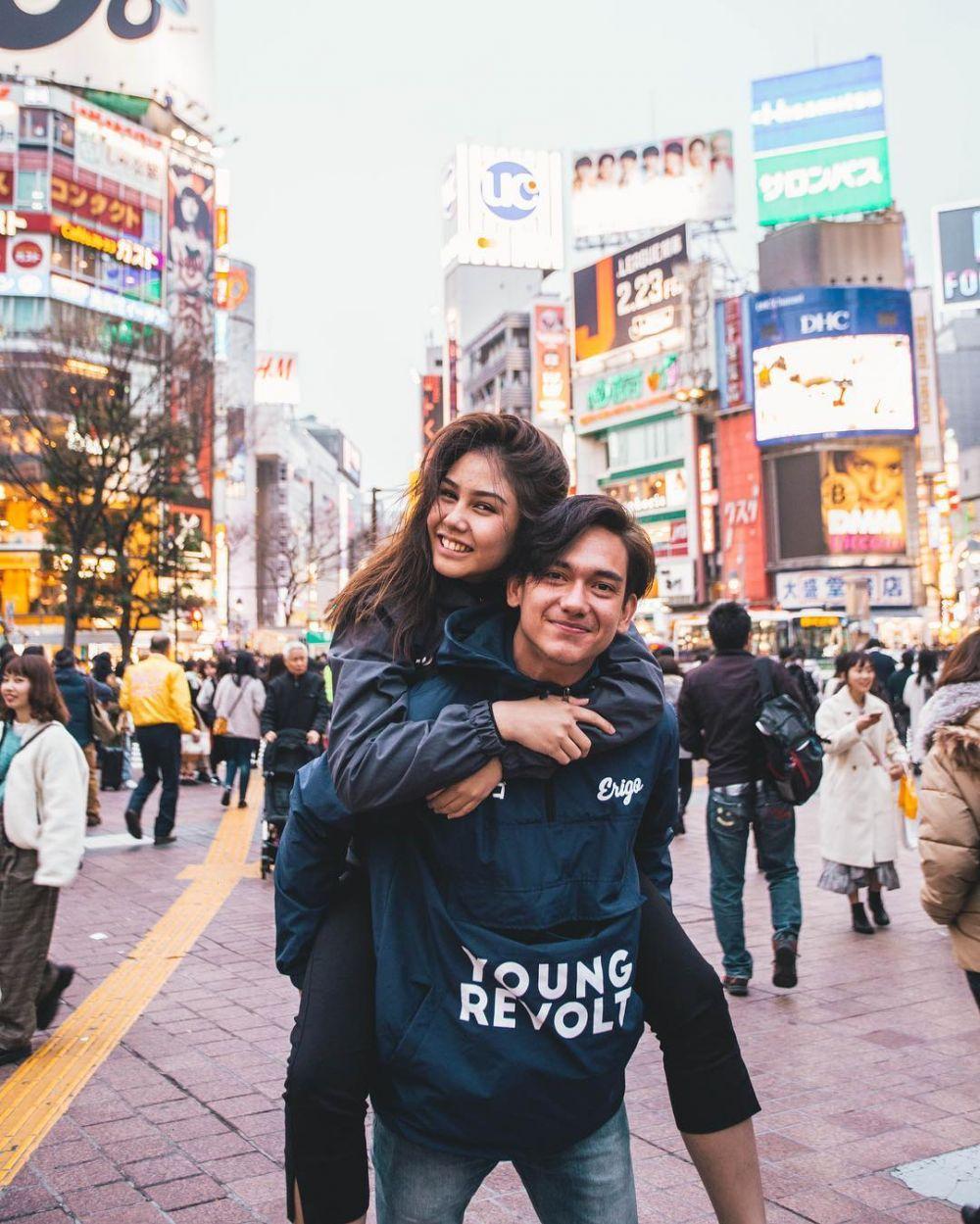 Pasangan gendong-gendongan    © 2018 brilio.net