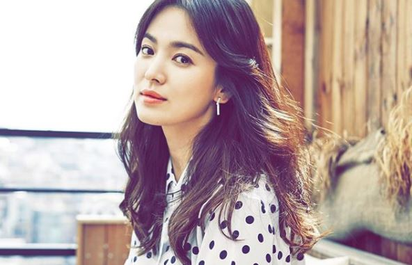 Tak umbar keseksian, 7 gaya Song Hye-kyo ini justru memesona