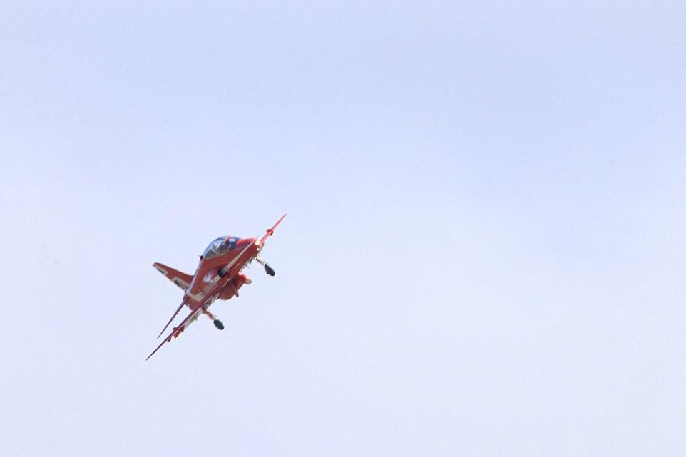 pesawat jatuh ke bumi :(  © 2018 brilio.net