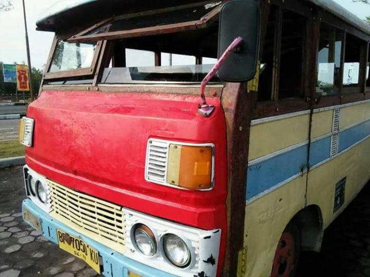 Menengok keunikan Bas Kayu, kendaraan umum bersejarah di Riau