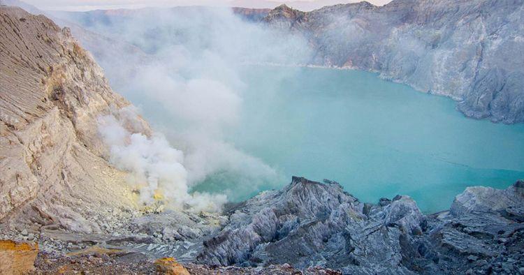 200 Warga mengungsi karena gas beracun Kawah Ijen