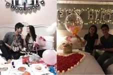 Pose 5 seleb berikan kejutan ulang tahun ke pacarnya di atas ranjang