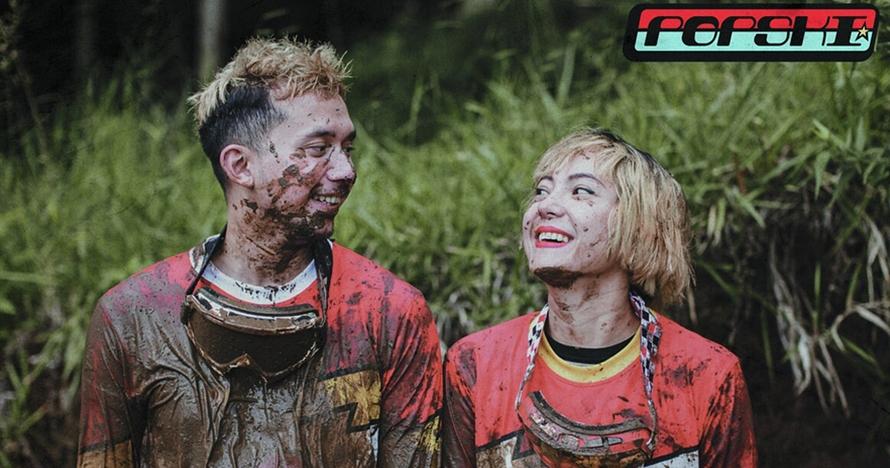 9 Gaya prewedding unik ala Poppy Sovia, main lumpur hingga naik motor