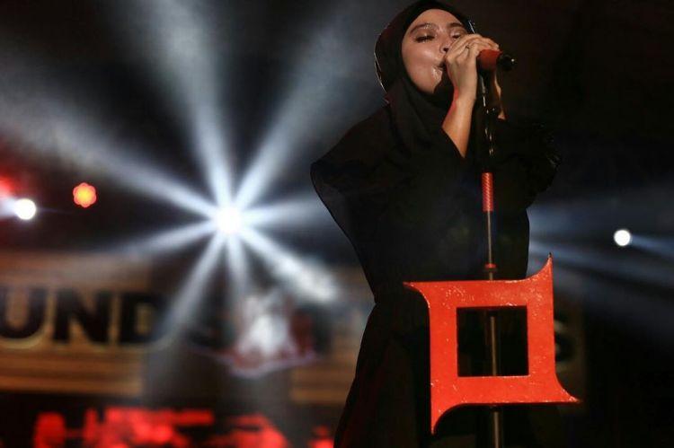 Biasa tampil sangar, ini 8 potret Tantri 'Kotak' dalam balutan hijab