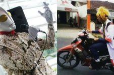 10 Tingkah orang Indonesia cosplay tidak pada tempatnya, absurd abis