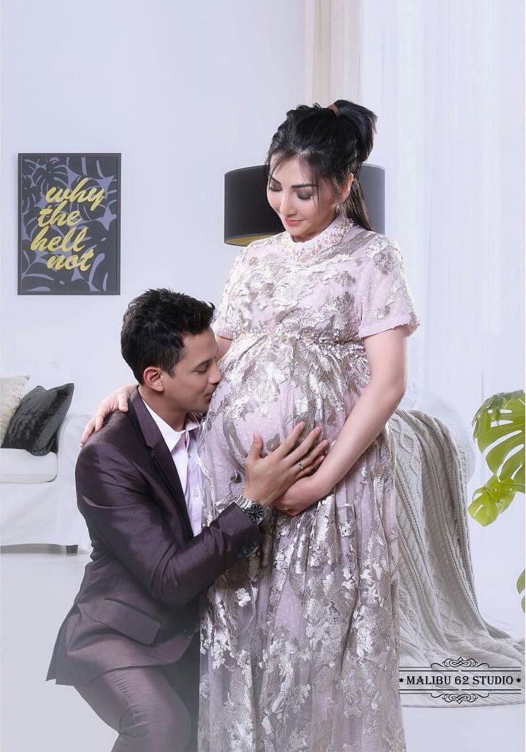 maternity shoot Lucky Perdana © 2018 Instagram