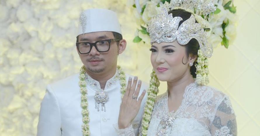Sah! Ini 10 momen bahagia pernikahan Poppy Sovia dan Ahmad Gussaoki