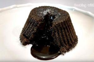 Resep mudah bikin Oreo lava cake, kue berlumer cokelat kekinian