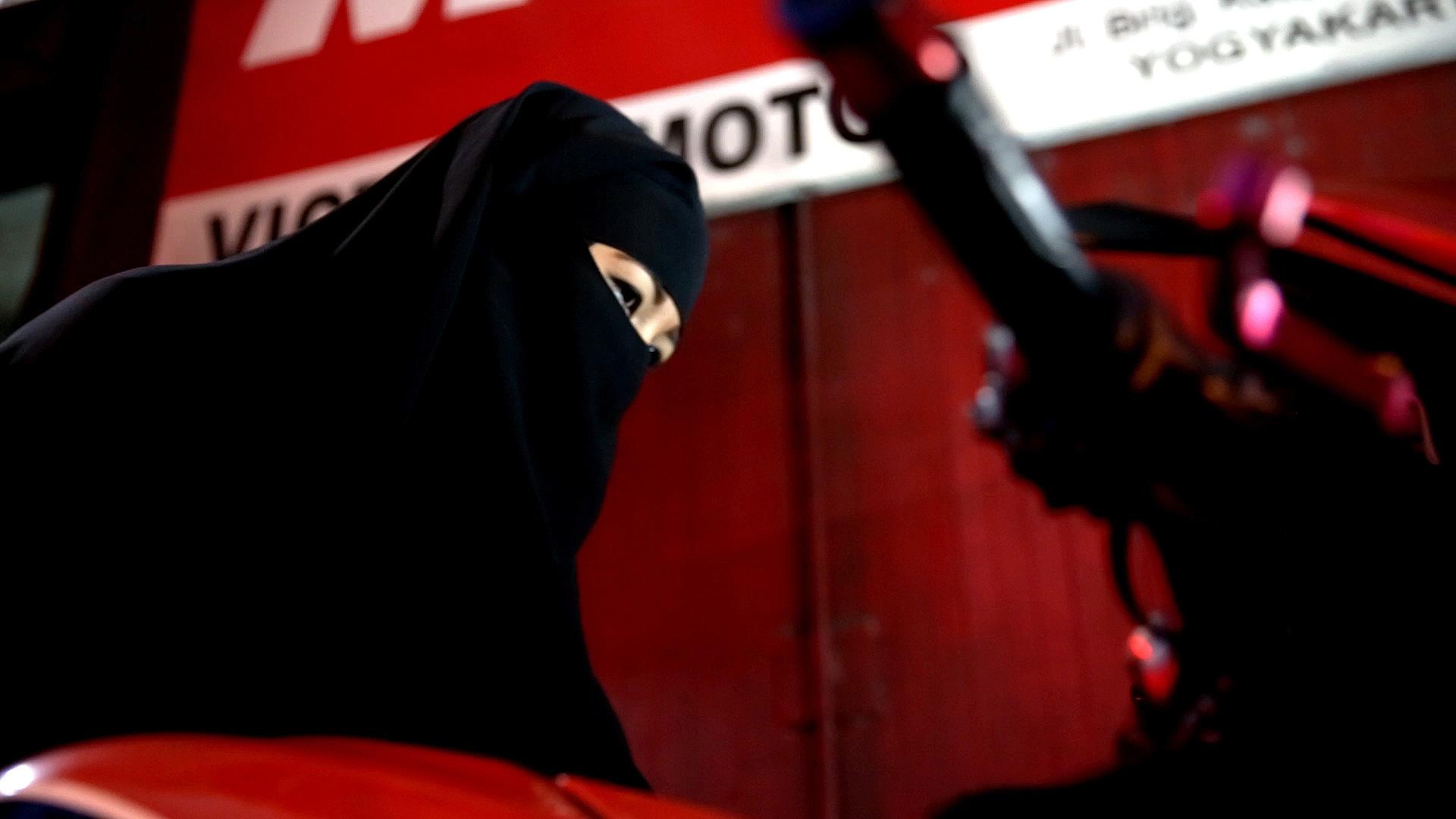 Kisah lady biker bercadar, dari dicegat penjahat hingga dikira teroris