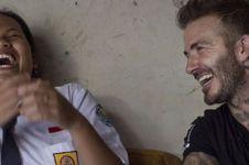 Gaya David Beckham bercanda sama siswi SMP di Semarang ini akrab abis