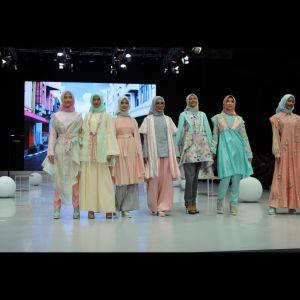 5 Potret koleksi Shafira di IFW 2018, angkat tema jalan di Bandung