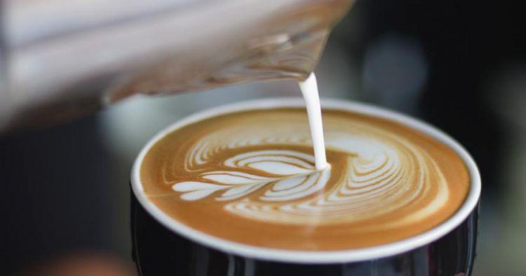 Jarang diperhatikan, ini 4 jenis susu untuk latte dan cappucino