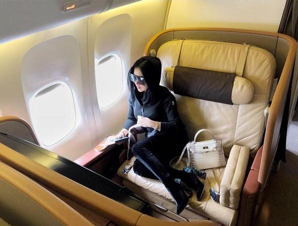 seleb bawa tas mewah di pesawat  © 2018 brilio.net