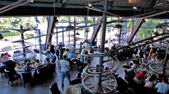 restoran berteknologi canggih © 2018 Istimewa