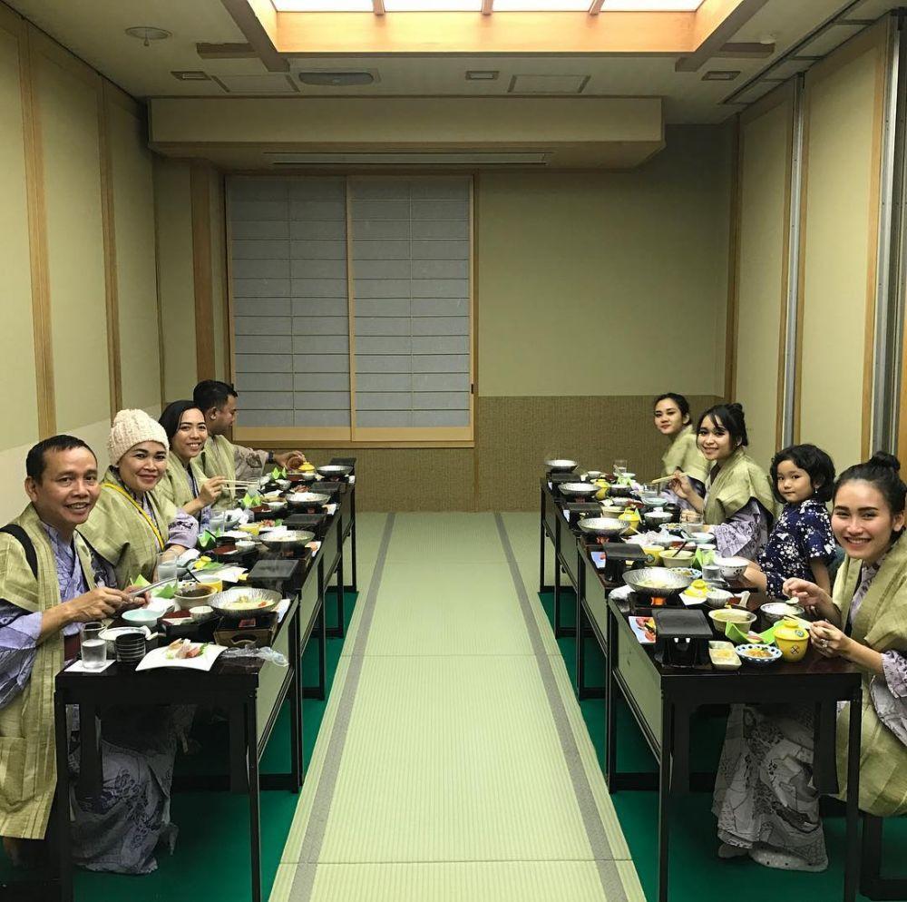 SELEB - 10 Momen liburan keluarga Ayu Ting Ting di Jepang, seru abis © 2018 brilio.net berbagai sumber