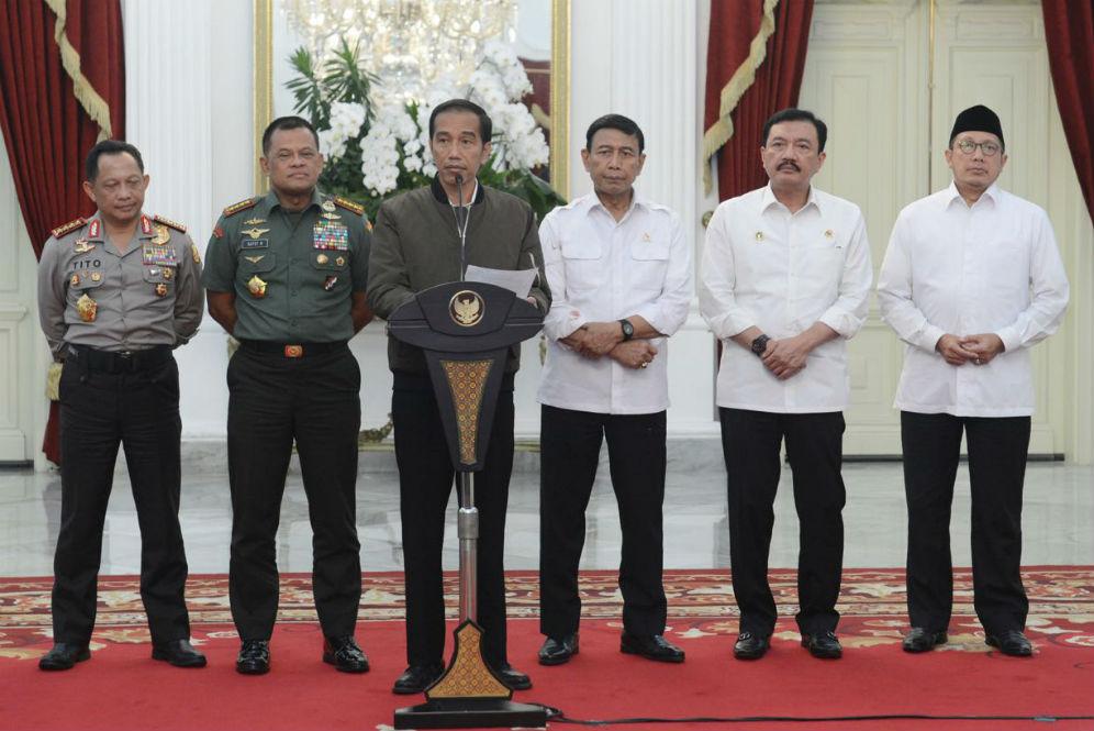 7 Jaket hits yang dikenakan Jokowi, ada yang berbahan jeans ala Dilan © 2018 brilio.net berbagai sumber