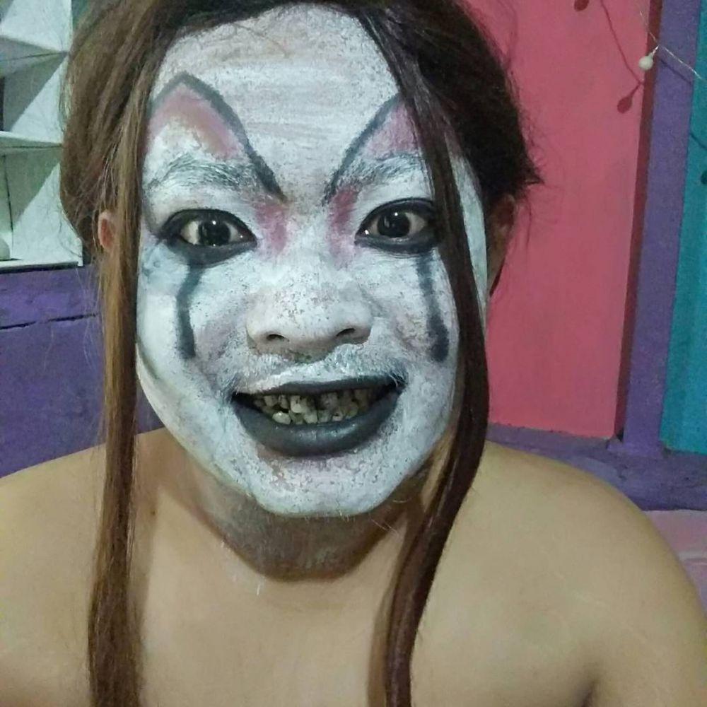 10 Gaya Kocak Warganet Tiru Makeup Hantu Ivanna Danur Ini