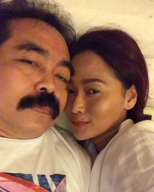 7 Gaya Inul & suami di ranjang, mesranya langgeng