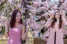 10 Gaya liburan mewah serba pink ala Jamie Chua, cetar abis
