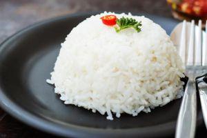 Suka ngerasa belum kenyang jika belum makan nasi? Ini alasan ilmiahnya