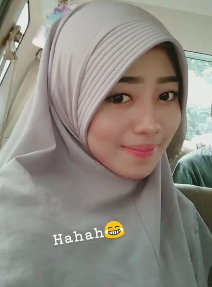 7 Gaya hijab simpel Dena eks JKT48 ini bisa jadi inspirasi ...