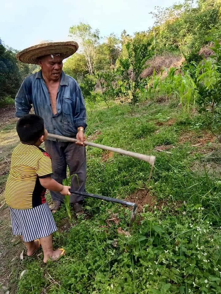 bocah bantu kakek nenek © 2018 brilio.net
