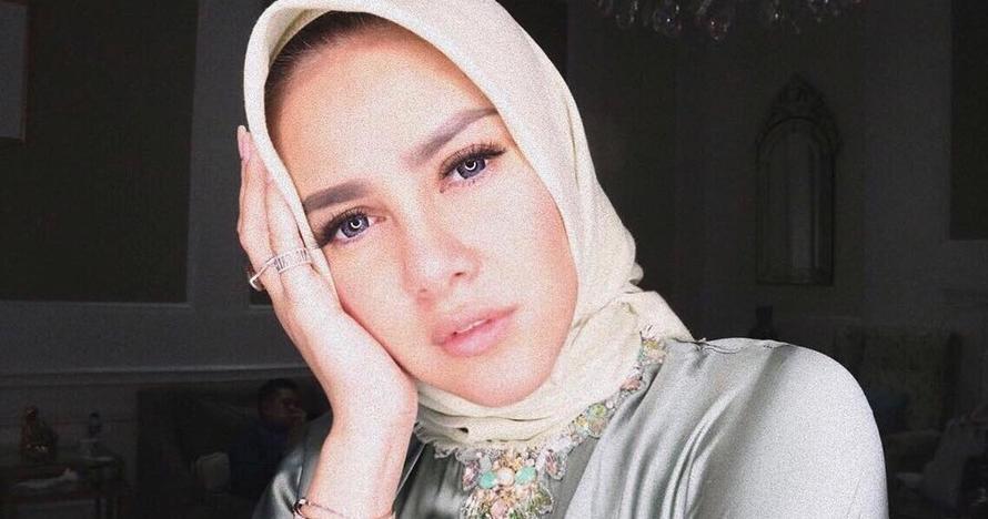 7 Potret Olla Ramlan pakai hijab ini cantiknya bikin adem