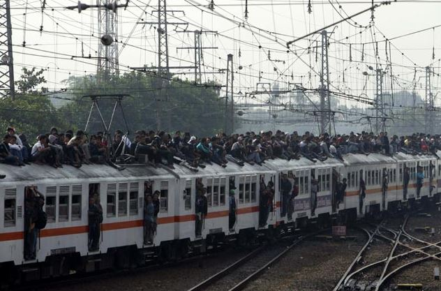 8 Pemandangan penumpang kereta api zaman old ini bikin ngelus dada