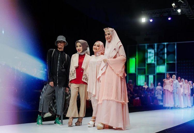 Kolaborasi sama 4 publik figur, koleksi baju muslim terbaru ini kece
