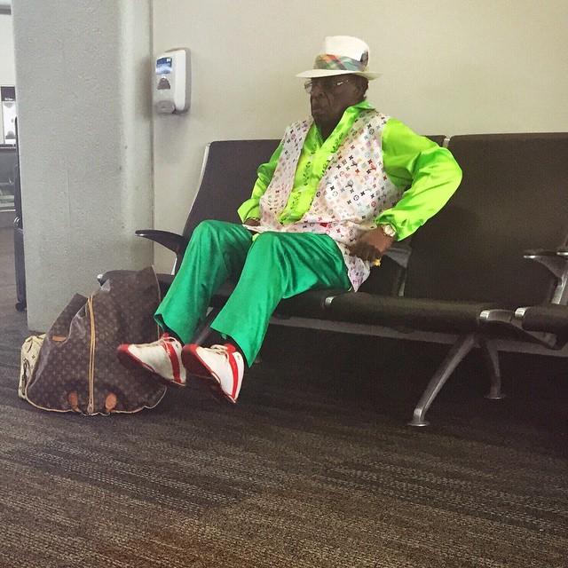 fashion kakek tua absurd © 2018 brilio.net berbagai sumber