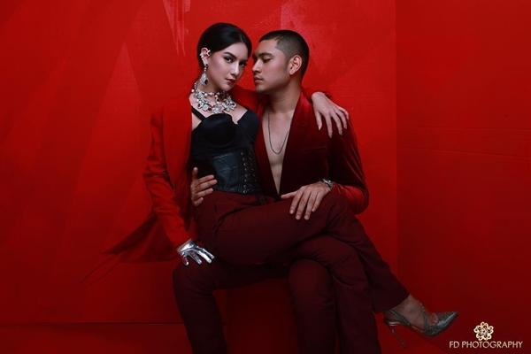 pemotretan terbaru gio bella nuansa merah  © 2018 brilio.net
