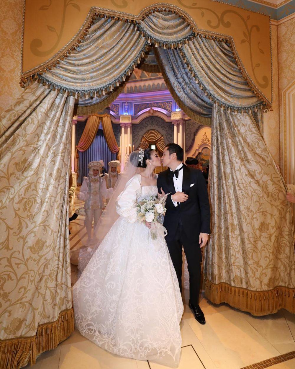 Wedding kiss seleb  © 2018 brilio.net