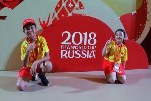 Nih 2 anak Indonesia yang jadi player escort di Piala Dunia 2018