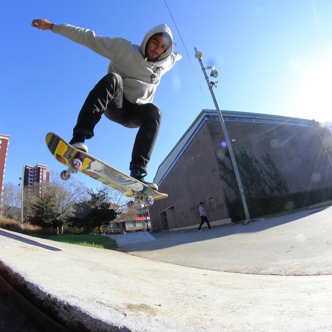 Buta tak halangi impian, ini 9 aksi Marcelo Lusardi saat skateboarding