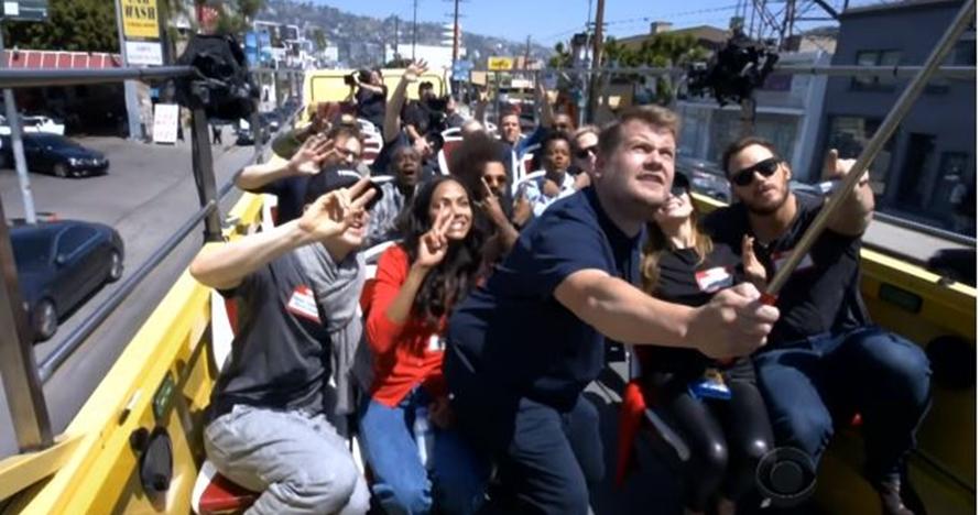7 Momen keseruan para pemain Avengers naik bus, nyanyi sepanjang jalan