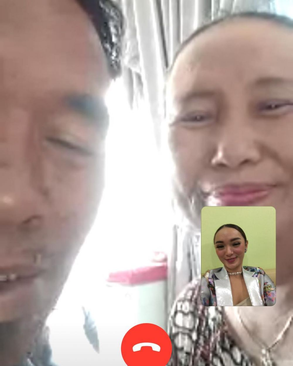 Zaskia Gotik video call © 2018 Instagram