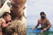 12 Potret kebersamaan seleb Hollywood ayah dan anak, hot papa deh