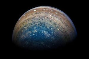 4 Potret terbaru Jupiter yang memukau, diselimuti gas kebiru-biruan