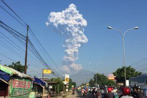 Gunung Merapi alami letupan freatik, warga diimbau untuk tenang
