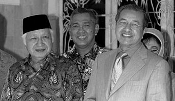 Mahatir Mohammad dengan Soeharto © 2018 Istimewa