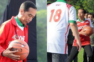 9 Aksi Jokowi main bola basket bareng DBL, keren kenakan jaket merah