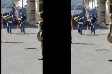 5 Foto AKBP Roni, polisi yang selamatkan bocah di TKP bom Polrestabes