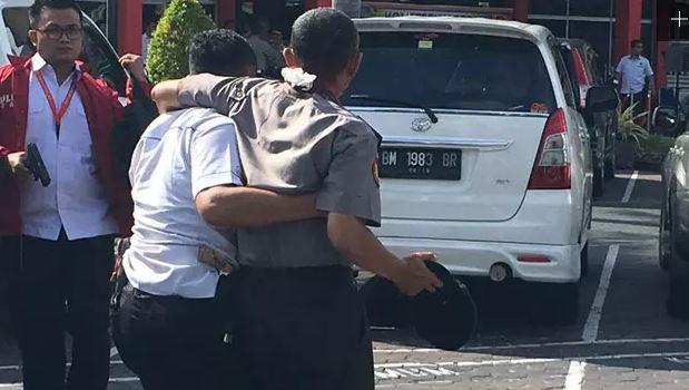 Serangan di Polda Riau, 1 polisi gugur, 4 teroris tewas & 4 orang luka