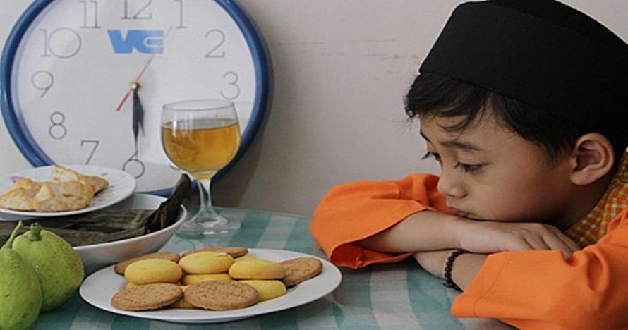 7 Tips ajarkan anak puasa untuk pertama kali, kuat sampai maghrib nih